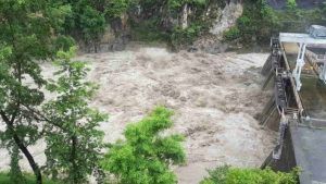 बाढीबाट विद्युत् गृहमा क्षति : पाँच सय मेगावाट उत्पादन बन्द