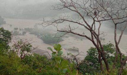 सेती नदी गाउँमा पस्यो, ६० व्यक्ति टापुमा फसे